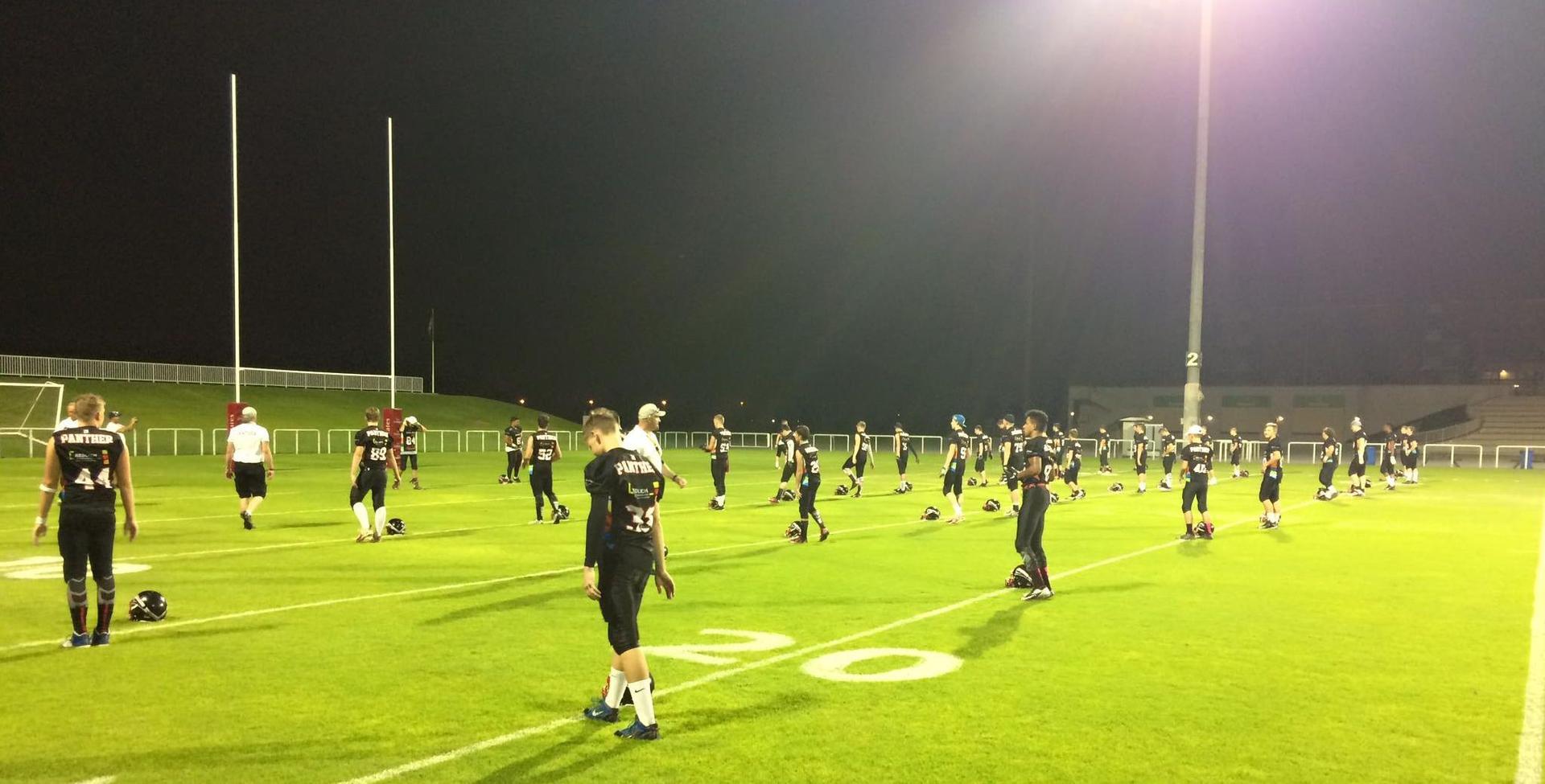 Training der U17 der Düsseldorf Panther unter Flutlicht in Dubai